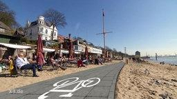 Realer Irrsinn Radweg am Hamburger Elbstrand